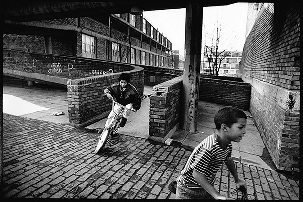 ©Neil Turner. July 1990, Angell Town Estate, Brixton